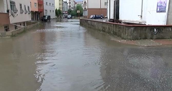 Ümraniyede Rögarların tıkanması10 evin su basmasına neden oldu