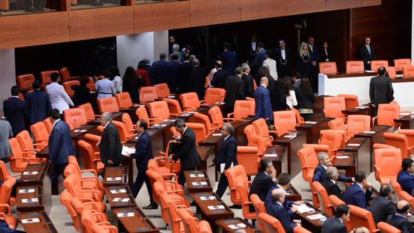 HDP'liler Meclisten Kaçtı
