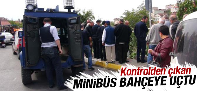 Maltepe'de kontrolden çıkan minibüs bahçeye düştü