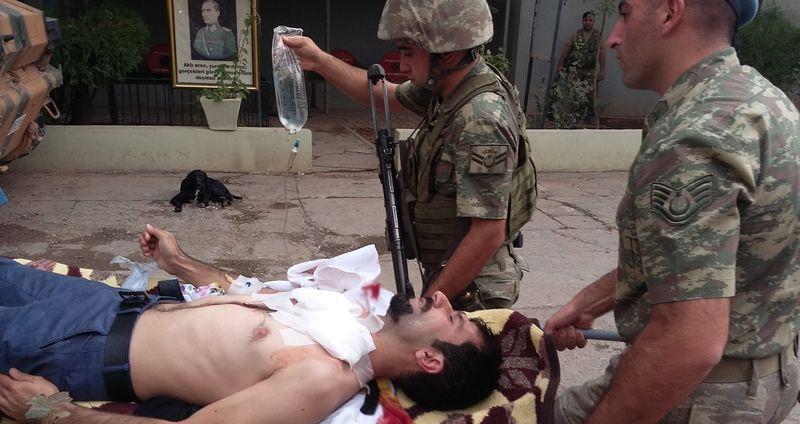 Mardin'de yaralı vatandaşa Mehmetçik yardım etti
