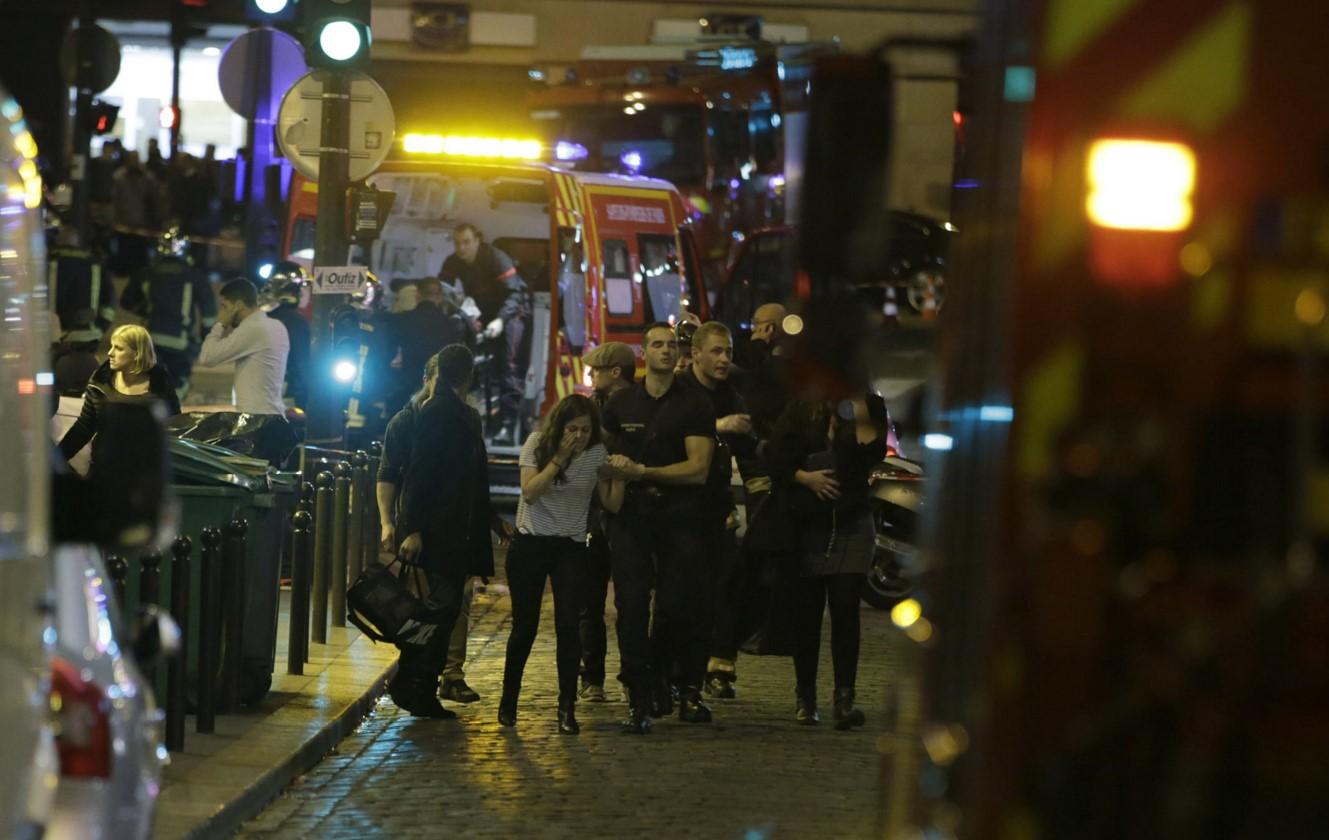Fransa'da 7 Ayrı Noktada Eş Zamanlı Terör Saldırısı! 140 Ölü Çok Sayıda Yaralılar Var!
