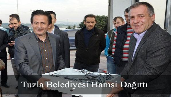 Tuzla Belediyesi Hamsi Dağıttı