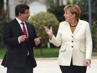 Başbakan Davutoğlu Angela Merkel ile  Telefonda görüştü