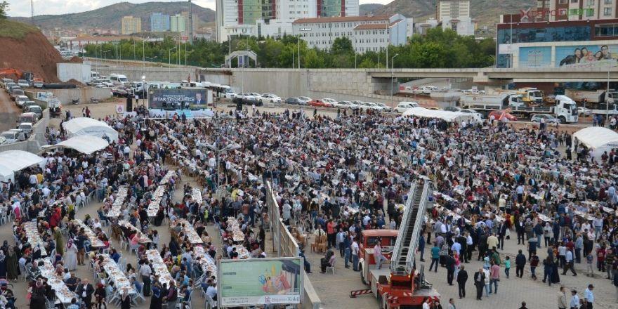 12 bin kişi iftar sofrasında buluştu