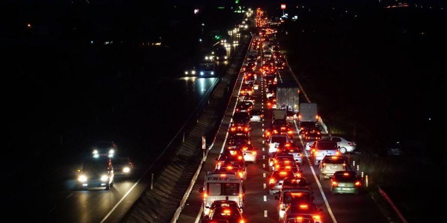 Tatil dönüşü Tekirdağ'da 50 kilometreyi aşan araç kuyruğu oluştu