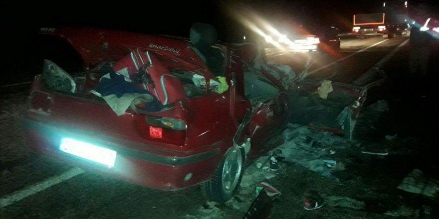 Otomobil ile hafif ticari araç çarpıştı: 1 ölü, 13 yaralı