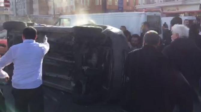 Olay yerine giden polis aracı yan yattı