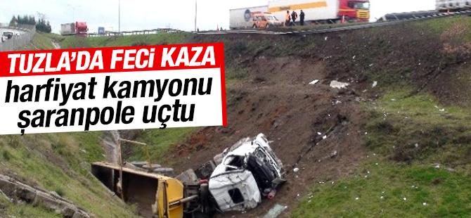 Tuzla Tem Otoyolunda Feci Kaza: Harfiyat Kamyonu Şarampole Uçtu