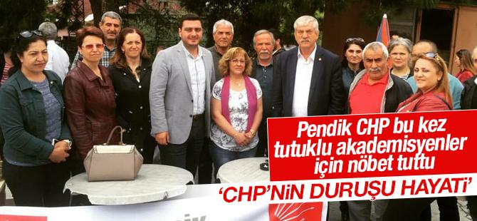 Pendik CHP Tutuklu Akademisyenler için nöbet tuttu