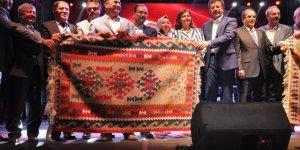 Bakan Zeybekci, Uşak'ta kilim festivaline katıldı