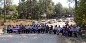 Köylülerin sandalyeli yol kapatma eylemi