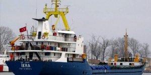 İskenderun Körfezi'nde batma tehlikesi geçiren gemi limana çekildi