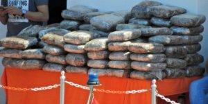 Çeşme'de 110 kiloluk esrar yakalanmıştı, 3 zanlı tutuklandı