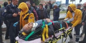 Otomobilin çarptığı yaşlı adam ölümden döndü