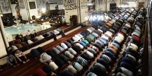 Bursa Ulu Cami'de ilk teravih namazı