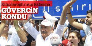 CHP Lideri Kılıçdaroğlu'nun kafasına güvercin kondu