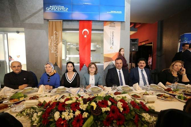 Gaziantep Büyükşehir Belediye Başkanı Fatma Şahin turizm ve seyahat acenteleriyle bir araya geldi