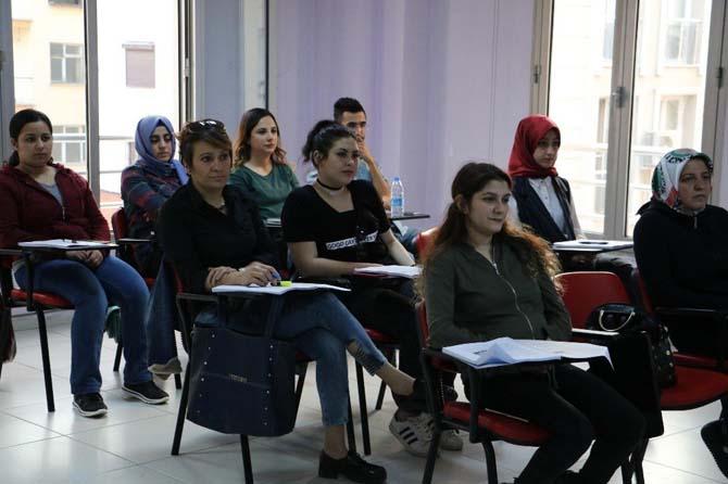 Manisalı vatandaşlardan meslek kurslarına yoğun ilgi
