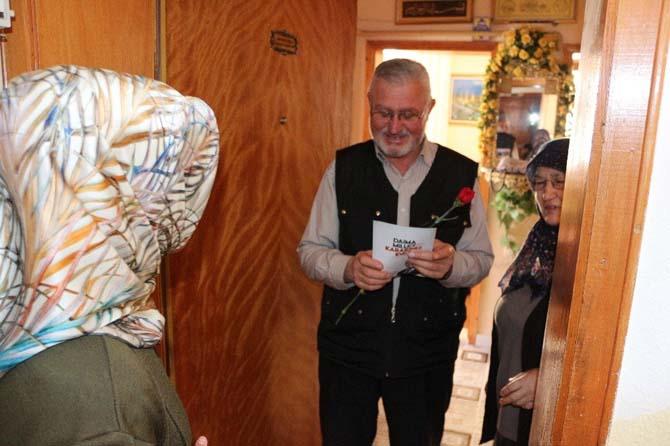 AK Parti Konya Kadın Kolları ev ev gezerek referandum için destek istiyor
