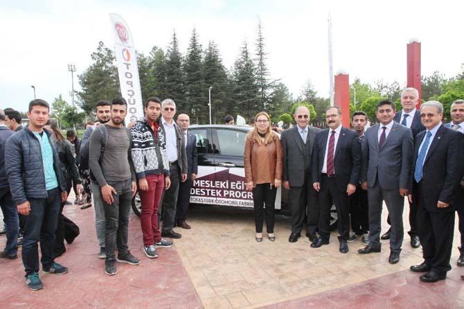 İşadamı M. Ali Topçuoğlu'ndan GAÜN'lü öğrencilere araç desteği