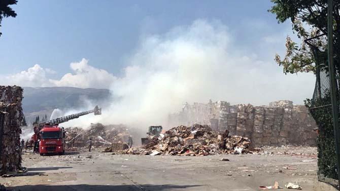 Atık kağıt fabrikasında yangın