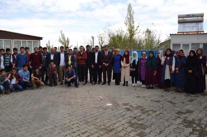Başkan Asya öğrencilerle buluştu