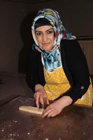 Eve başladığı pasta börek işine işveren olarak devam ediyor