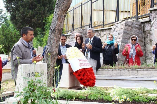 Gazeteci Mevlüt Işık mezarı başında anıldı