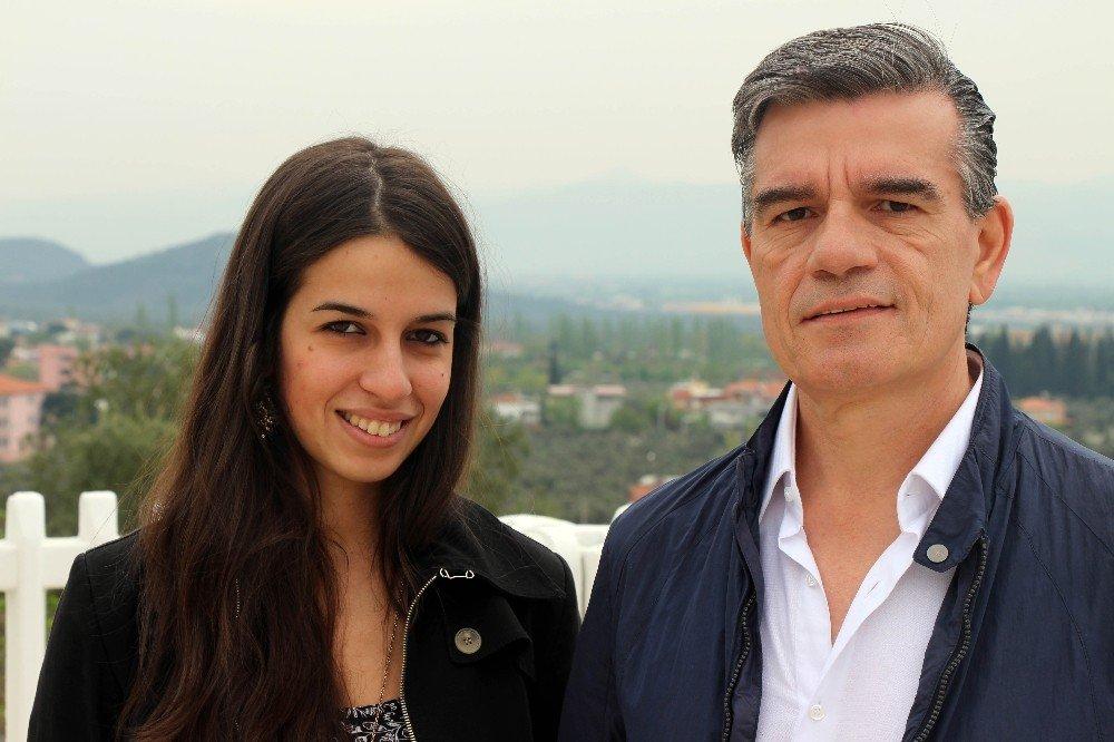 İtalyan genç kadının baba sevinci