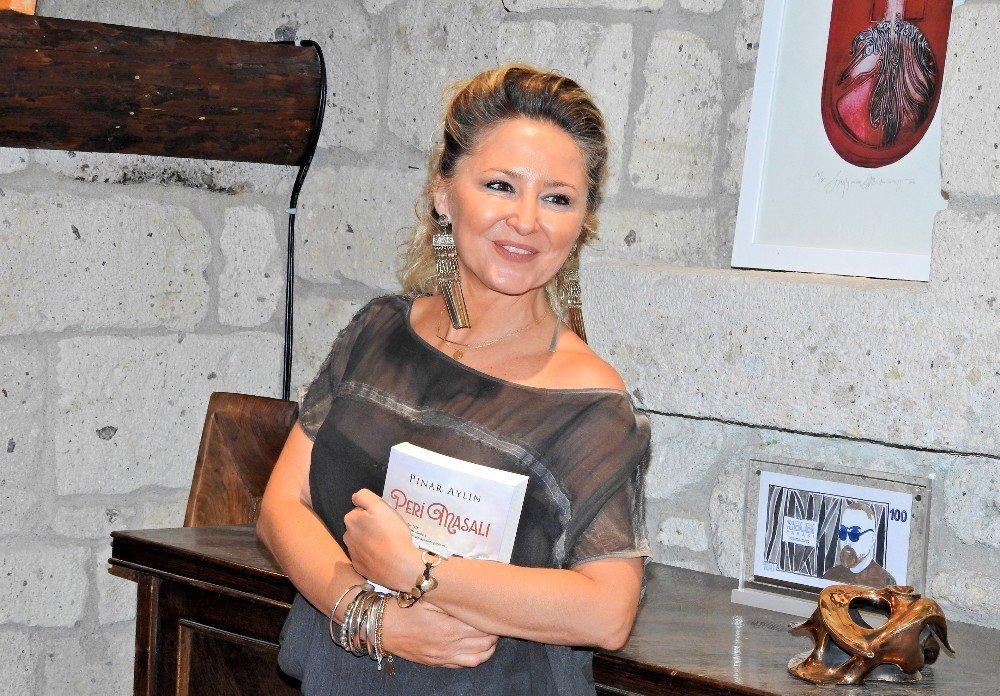 """Pınar Aylin """"Peri Masalı"""" ile edebiyat dünyasında"""