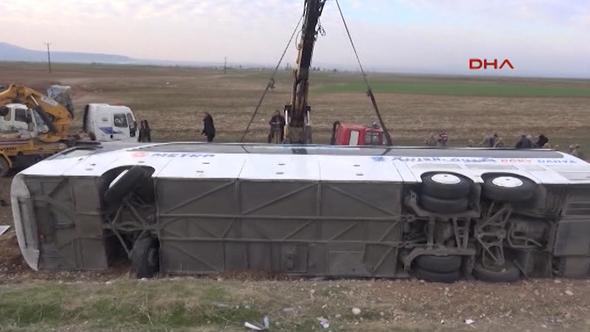Silopi'de Irak'a yolcu taşıyan otobüs devrildi