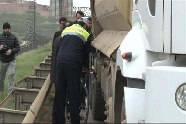 profesyonel-bisikletci-kamyonun-altinda-ezilerek-can-verdi-912302.jpg